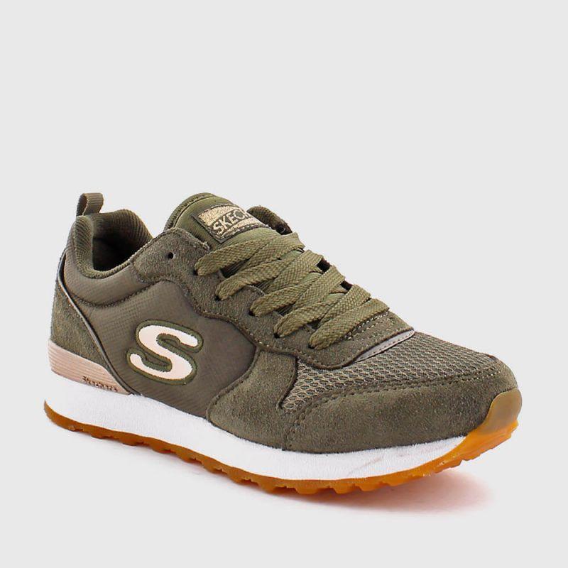1c079143 Si pensabas que las sneakers iban a desaparecer de las tendencias más  sofisticadas y chic del calzado durante esta temporada, estabas equivocada.
